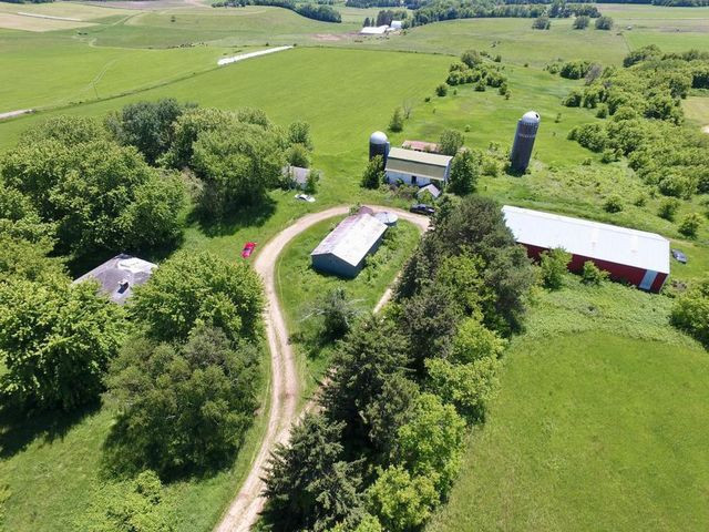 abandoned farm in River Falls, WI