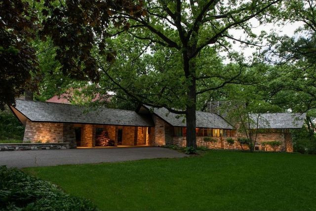Frank Lloys Wright Cedar Lake House exterior