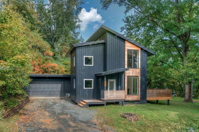 contemporary home in Spring Valley, WI