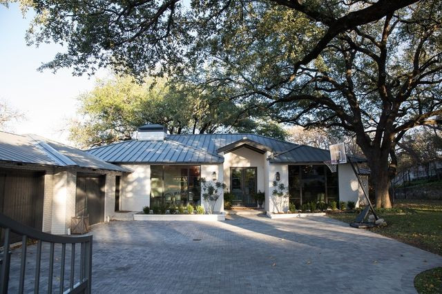 Ryan and Jessica Dodson gut-renovated a 1942 home in Colonial Hills near Texas Christian University.