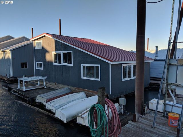 Floating house in Portland, OR