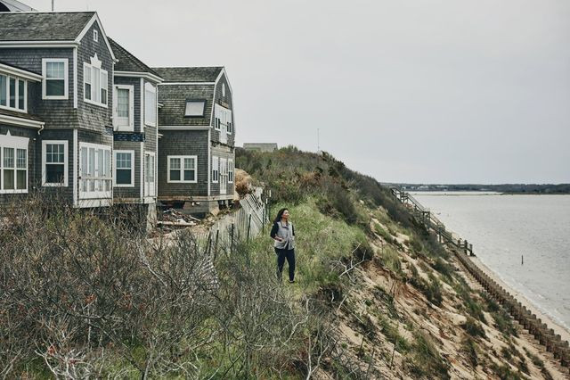 En Fin, a 10,000-square-foot home on Pocomo Head in Nantucket, Mass., is being moved away from a sandy bluff that is eroding and threatens to undermine its foundation.