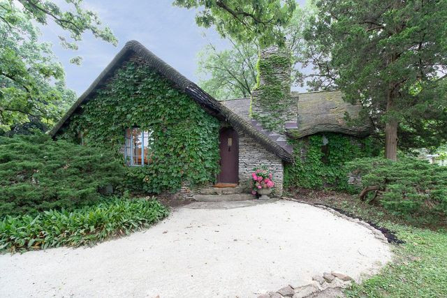 Cottage in Lockport, IL