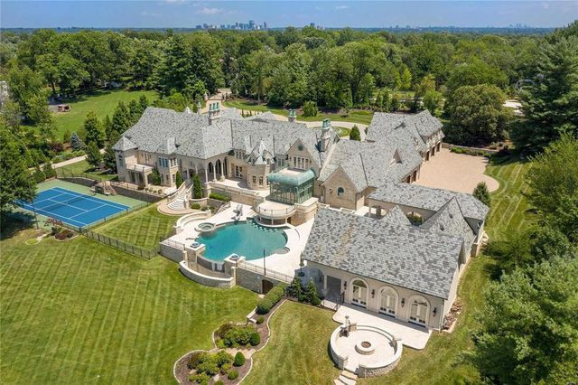 Ladue, MO mansion overhead view