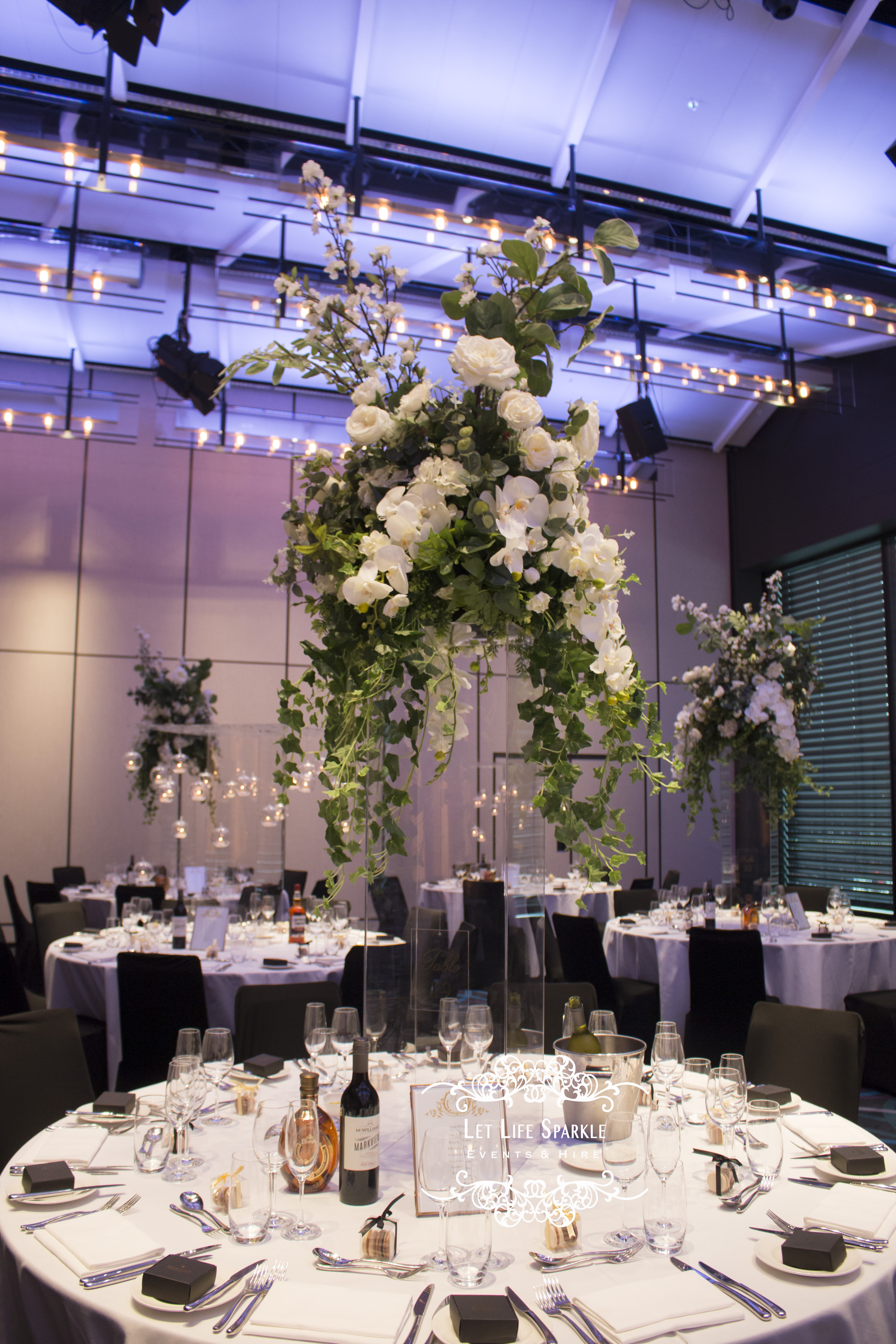Jessica White Floral Clear Centrepiece