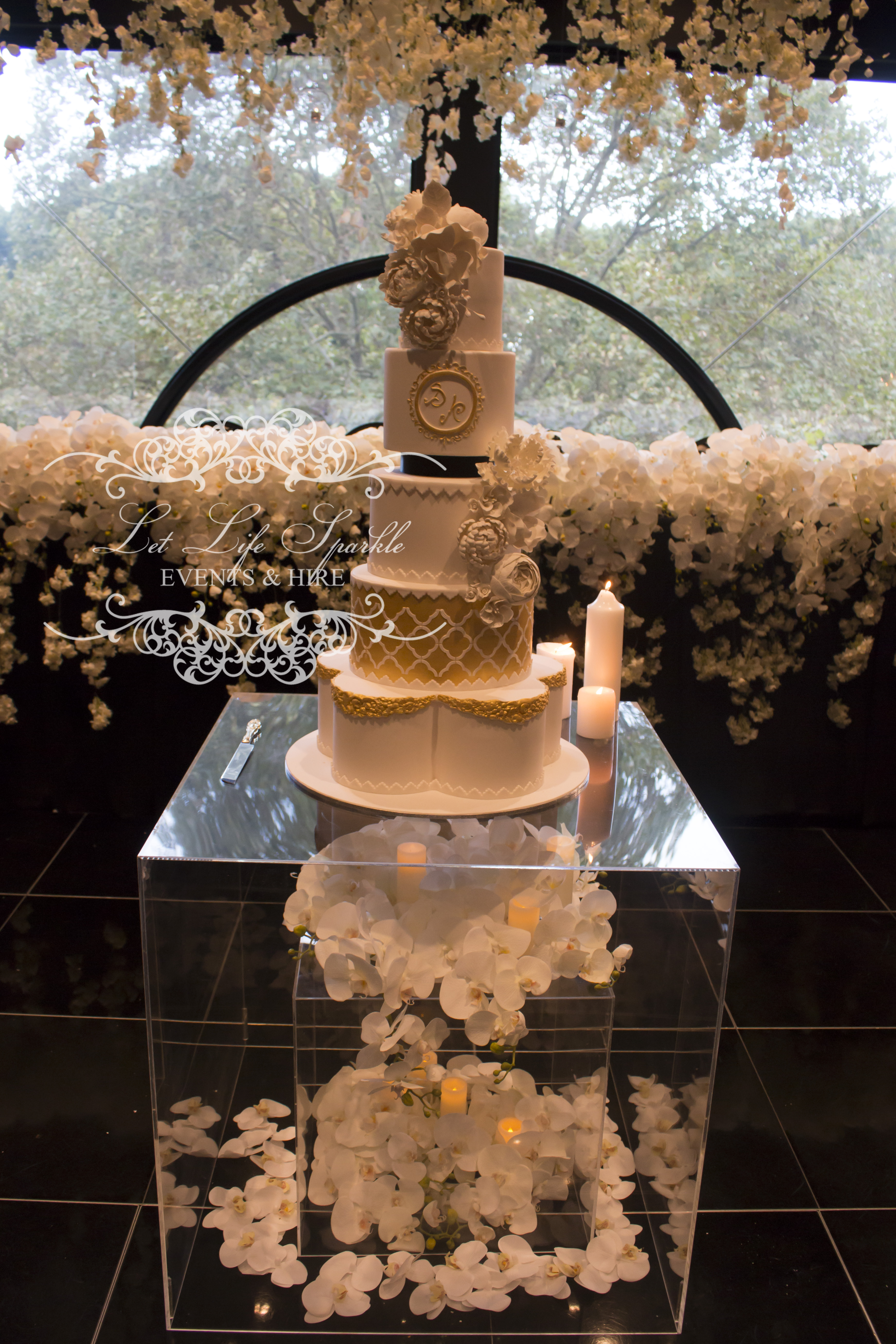 Clear Cube Cake Table