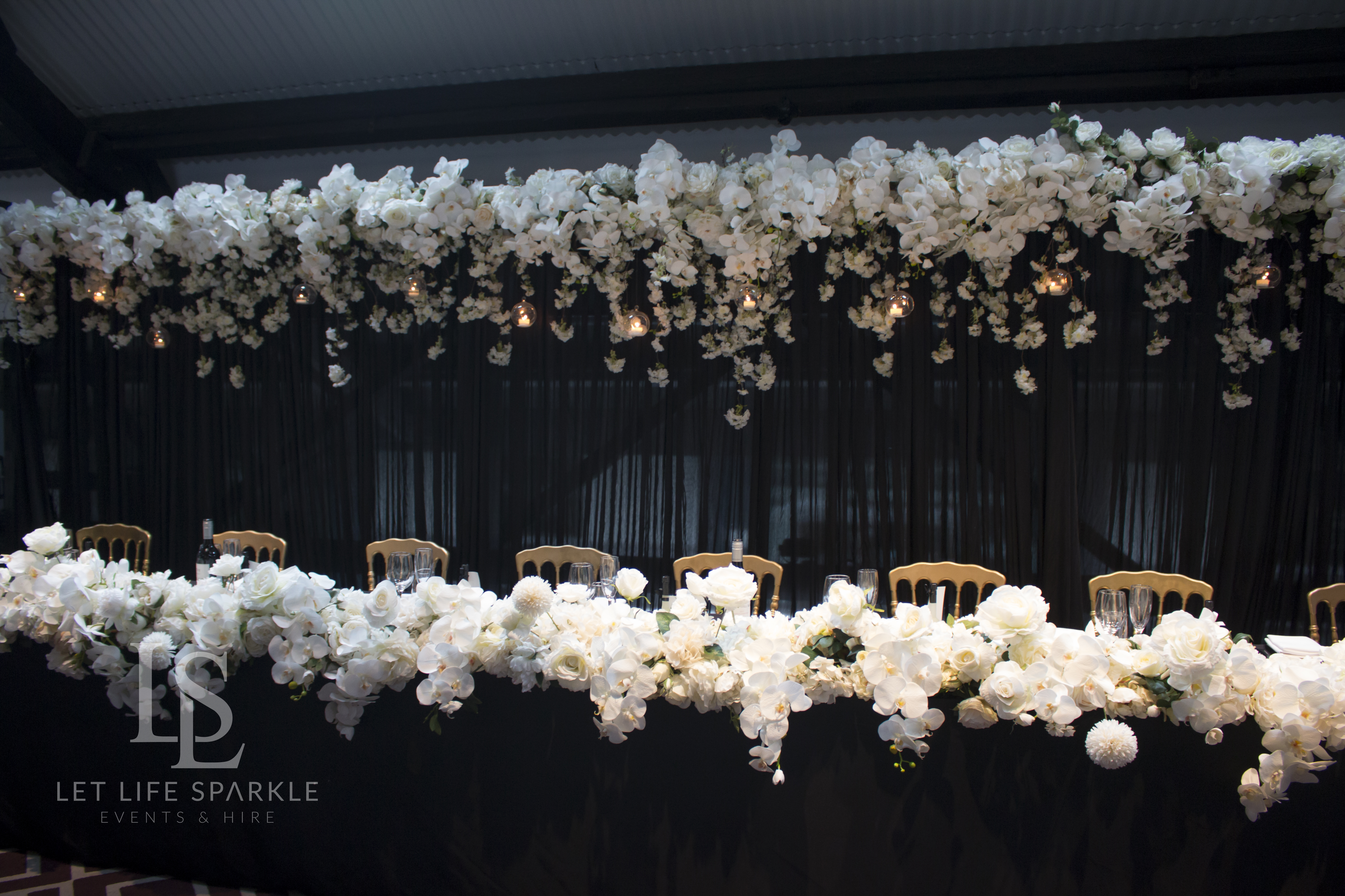 White orchid & Floral Main table flowers
