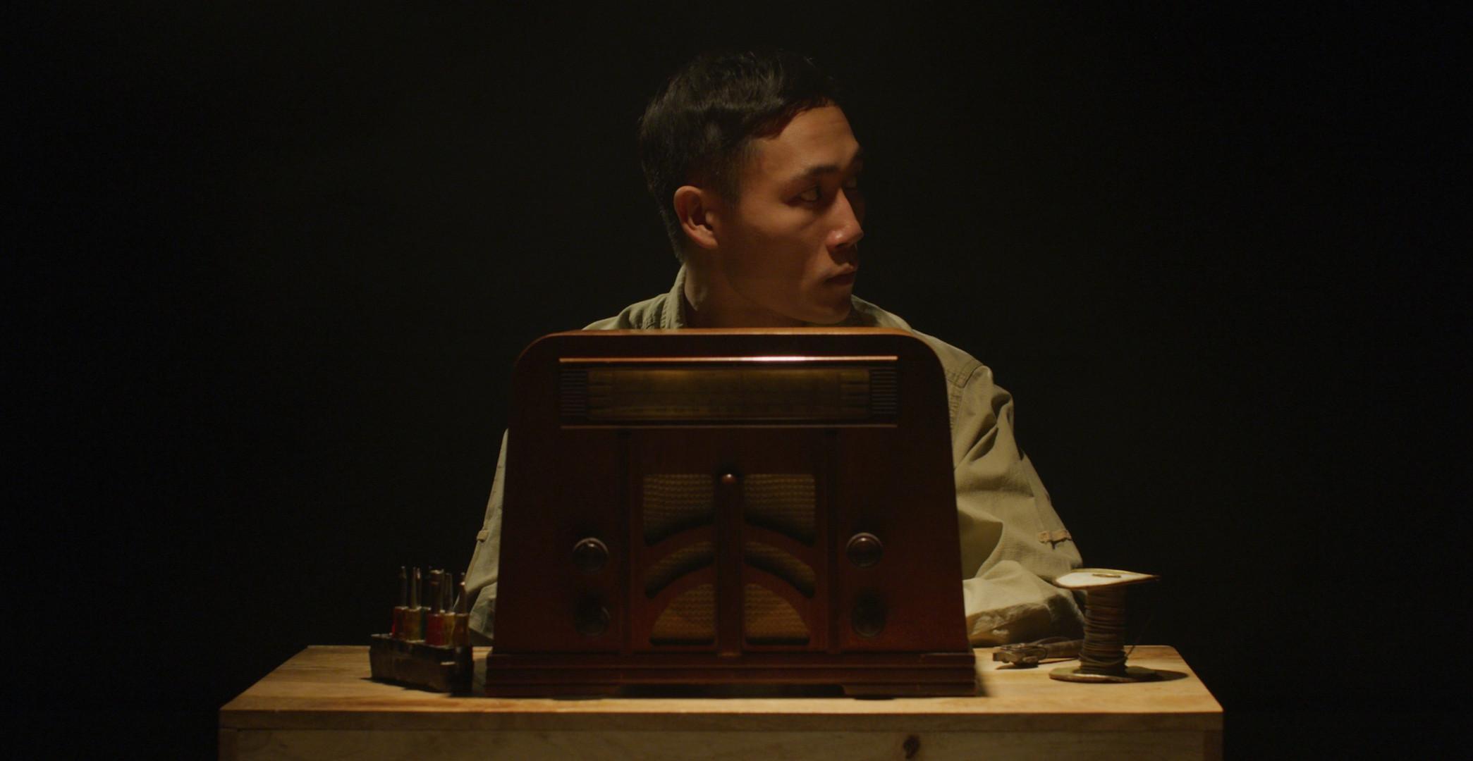 Young Shinji Mikamo fixes a shortwave radio during the WWII