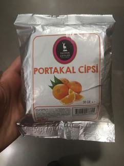 Hiç portakalın da cipsi olur mu demeyin ürünümüz raflarda sizler için satışa sunuldu. Macro Center'da