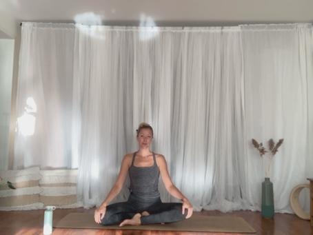 Easy Yoga 15 min (Yoga hver dag i September på FB)