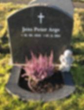 Jens Peter Arge, gravsteinur, gravsteinar, gravsten, gravestone, føroysk framleiðsla, føroyskt, føroyar, faroe islands, fgv, føroya grótvirki, north atlantic basalt, basaltart, basalt, stone, rock, skopun