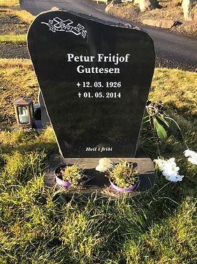 Petur Fritjof Guttesen, gravsteinur, gravsteinar, gravsten, gravestone, føroysk framleiðsla, føroyskt, føroyar, faroe islands, fgv, føroya grótvirki, north atlantic basalt, basaltart, basalt, stone, rock, skopun