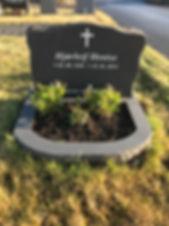 Hjørleif Hentze, gravsteinur, gravsteinar, gravsten, gravestone, føroysk framleiðsla, føroyskt, føroyar, faroe islands, fgv, føroya grótvirki, north atlantic basalt, basaltart, basalt, stone, rock, skopun