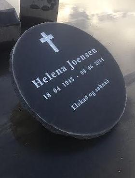 Helena Joensen, gravpláta, gravsteinur, gravsteinar, gravsten, gravestone, føroysk framleiðsla, føroyskt, føroyar, faroe islands, fgv, føroya grótvirki, north atlantic basalt, basaltart, basalt, stone, rock, skopun