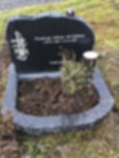 Finnbogi Alfson við Gjónna, gravsteinur, gravsteinar, gravsten, gravestone, føroysk framleiðsla, føroyskt, føroyar, faroe islands, fgv, føroya grótvirki, north atlantic basalt, basaltart, basalt, stone, rock, skopun