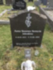 Anna Susanna Sunneva Johnstone, gravsteinur, gravsteinar, gravsten, gravestone, føroysk framleiðsla, føroyskt, føroyar, faroe islands, fgv, føroya grótvirki, north atlantic basalt, basaltart, basalt, stone, rock, skopun