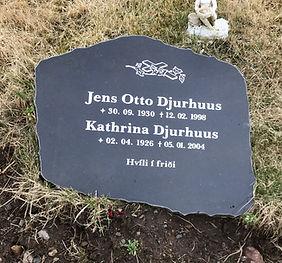 Jens Otto Djurhuus, Kathrina Djurhuus, gravsteinur, gravsteinar, gravsten, gravestone, føroysk framleiðsla, føroyskt, føroyar, faroe islands, fgv, føroya grótvirki, north atlantic basalt, basaltart, basalt, stone, rock, skopun
