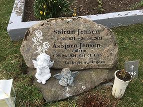 Sólrun Jense, gravsteinur, gravsteinar, gravsten, gravestone, føroysk framleiðsla, føroyskt, føroyar, faroe islands, fgv, føroya grótvirki, north atlantic basalt, basaltart, basalt, stone, rock, skopun, Ásbjørn Jensen
