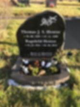 Thomas Hentze, Ragnhild Hentze, gravsteinur, gravsteinar, gravsten, gravestone, føroysk framleiðsla, føroyskt, føroyar, faroe islands, fgv, føroya grótvirki, north atlantic basalt, basaltart, basalt, stone, rock, skopun