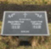 Jógvan Páll á Trøð Trondesen, Trygvi á Trøð Trondesen, gravsteinur, gravsteinar, gravsten, gravestone, føroysk framleiðsla, føroyskt, føroyar, faroe islands, fgv, føroya grótvirki, north atlantic basalt, basaltart, basalt, stone, rock, skopun