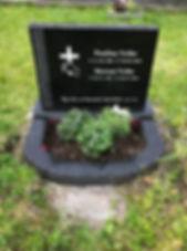 Paulina Veihe, Mortan Veihe, gravsteinur, gravsteinar, gravsten, gravestone, føroysk framleiðsla, føroyskt, føroyar, faroe islands, fgv, føroya grótvirki, north atlantic basalt, basaltart, basalt, stone, rock, skopun