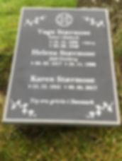 Vang Stærmose, Helena Stærmose, Karen Stærmose, gravsteinur, gravsteinar, gravsten, gravestone, føroysk framleiðsla, føroyskt, føroyar, faroe islands, fgv, føroya grótvirki, north atlantic basalt, basaltart, basalt, stone, rock, skopun