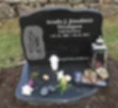 Arndis Jónsdóttir Nicolajsen, gravsteinur, gravsteinar, gravsten, gravestone, føroysk framleiðsla, føroyskt, føroyar, faroe islands, fgv, føroya grótvirki, north atlantic basalt, basaltart, basalt, stone, rock, skopun