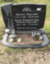 Steintór Fagradal, Gerda Elisabeth Bøg Joensen Fagradal, gravsteinur, gravsteinar, gravsten, gravestone, føroysk framleiðsla, føroyskt, føroyar, faroe islands, fgv, føroya grótvirki, north atlantic basalt, basaltart, basalt, stone, rock, skopun