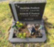 Mathilda Poulsen, Frederik. F. Poulsen, gravsteinur, gravsteinar, gravsten, gravestone, føroysk framleiðsla, føroyskt, føroyar, faroe islands, fgv, føroya grótvirki, north atlantic basalt, basaltart, basalt, stone, rock, skopun