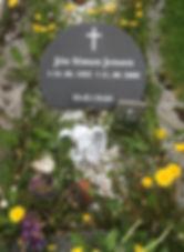 Jón Símun Jensen, gravsteinur, gravsteinar, gravsten, gravestone, føroysk framleiðsla, føroyskt, føroyar, faroe islands, fgv, føroya grótvirki, north atlantic basalt, basaltart, basalt, stone, rock, skopun