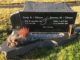 Sonja í Dímun, Jóannes í Dímun, gravsteinur, gravsteinar, gravsten, gravestone, føroysk framleiðsla, føroyskt, føroyar, faroe islands, fgv, føroya grótvirki, north atlantic basalt, basaltart, basalt, stone, rock, skopun,