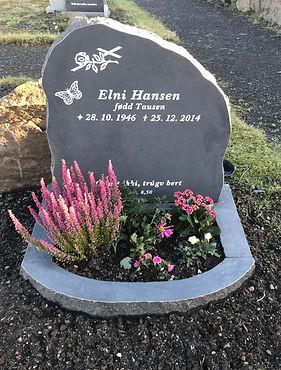 Elni Hansen, Elni Tausen, gravsteinur, gravsteinar, gravsten, gravestone, føroysk framleiðsla, føroyskt, føroyar, faroe islands, fgv, føroya grótvirki, north atlantic basalt, basaltart, basalt, stone, rock, skopun