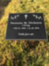 Susanne Niclasen í Gong, gravsteinur, gravsteinar, gravsten, gravestone, føroysk framleiðsla, føroyskt, føroyar, faroe islands, fgv, føroya grótvirki, north atlantic basalt, basaltart, basalt, stone, rock, skopun