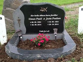Símun Pauli Poulsen, Justa Poulsen, gravsteinur, gravsteinar, gravsten, gravestone, føroysk framleiðsla, føroyskt, føroyar, faroe islands, fgv, føroya grótvirki, north atlantic basalt, basaltart, basalt, stone, rock, skopun