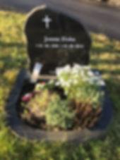 Jonna Ziska, gravsteinur, gravsteinar, gravsten, gravestone, føroysk framleiðsla, føroyskt, føroyar, faroe islands, fgv, føroya grótvirki, north atlantic basalt, basaltart, basalt, stone, rock, skopun