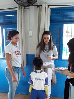 Universitários realizando medições na Educação Infantil 2