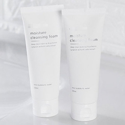 Moisture cleansing foam