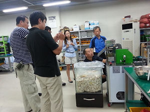 visitor of rice cake machine manufacturer