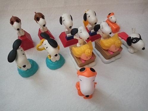Lote com 11 Snoopys do McDonalds