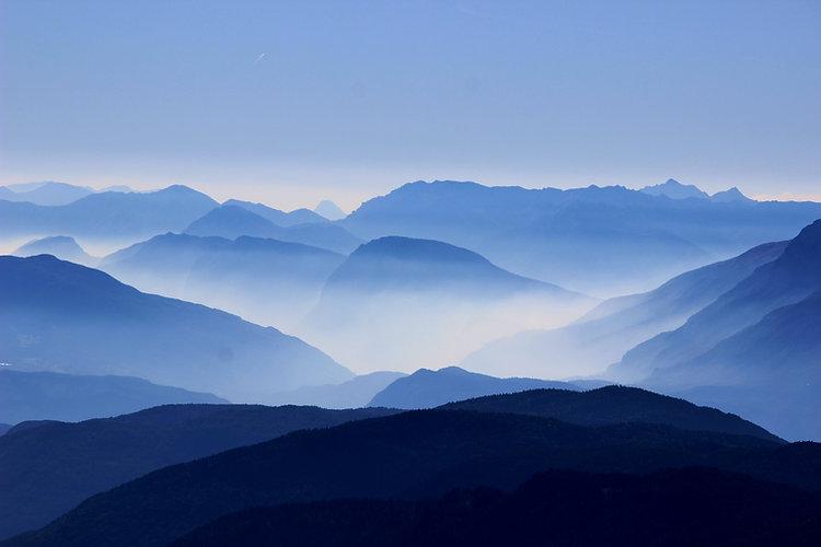 mountains-863474.jpg