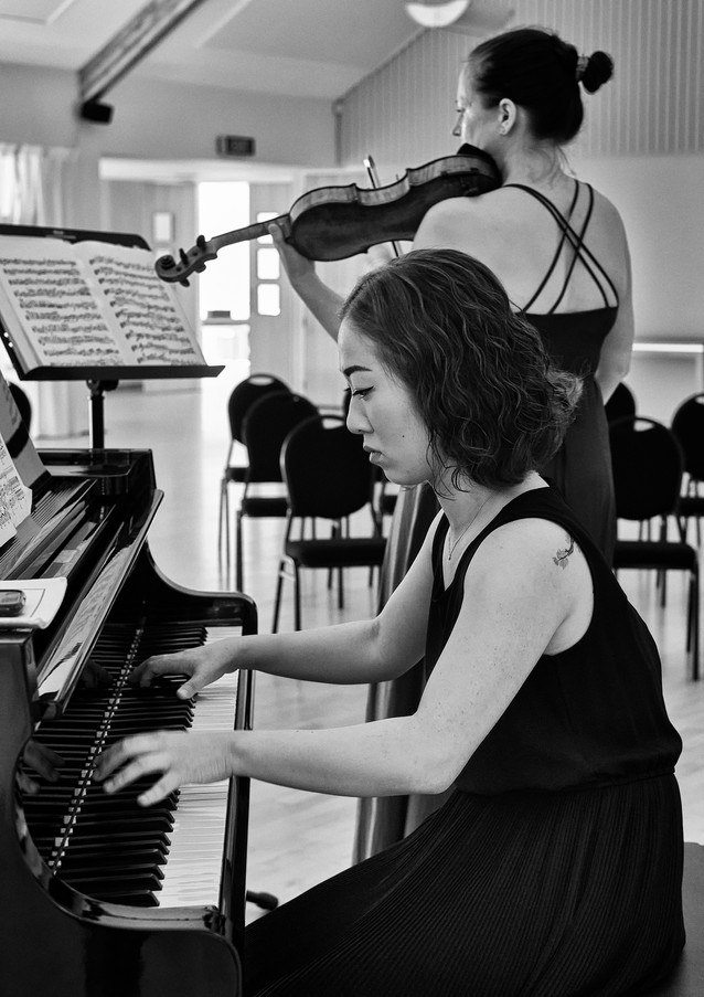 Francis-Lee Duo performing at The Danish House.