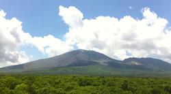 浅間牧場から見る浅間山