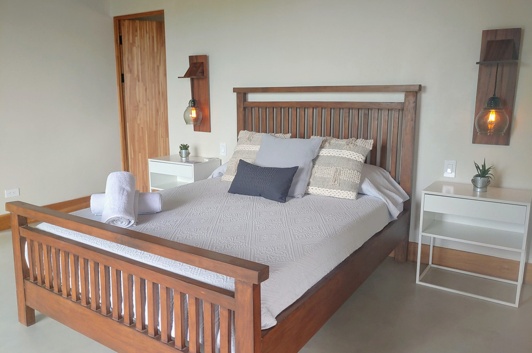 Room 4 with Queen Size Bed