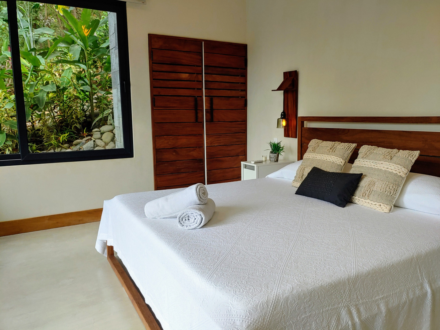 Room 5 with King Size Bed & Private Kitchen