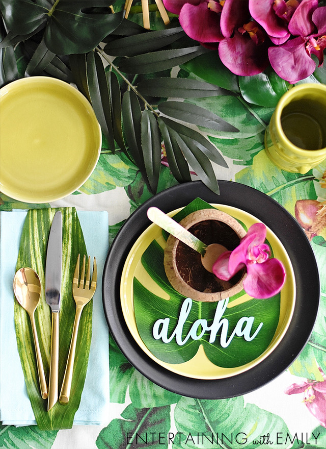 Place setting for Luau Tablescape!