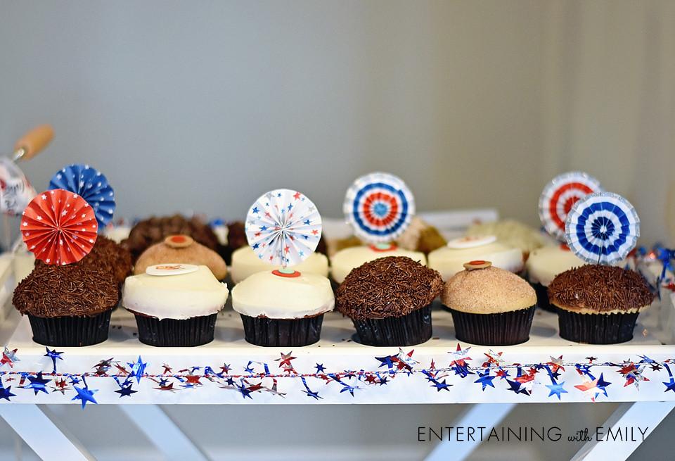 Everybody loves cupcakes for dessert!