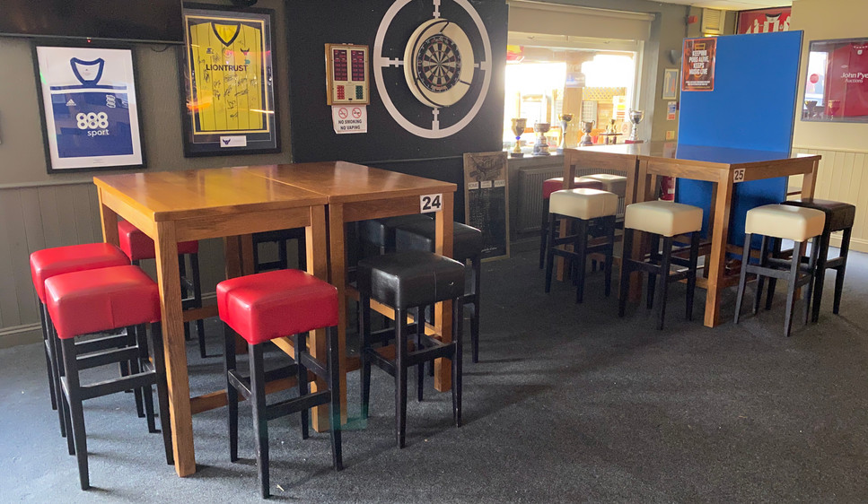 Lounge tables 24 & 25