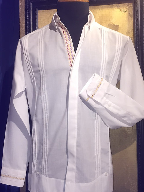 Guayabera José Alberto bordados en punto de cruz a mano con hilos de algodón