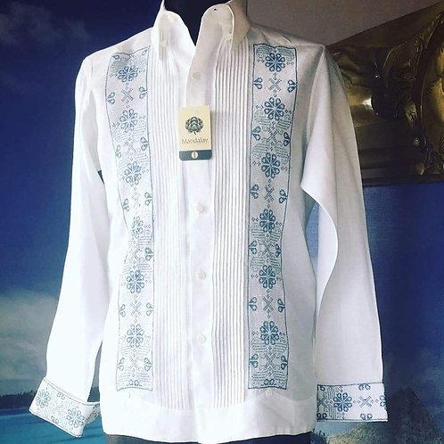 Guayabera Rubén 100% lino  bordada a mano en punto de cruz con hilos metálicos