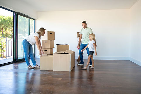 happy-parents-daughters-opening-boxes-un